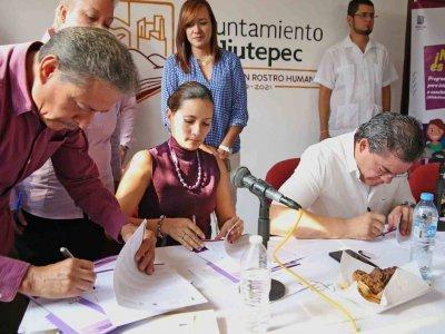 """<a href=""""/noticias/ineea-y-jiutepec-unidos-contra-el-rezago-educativo"""">INEEA Y JIUTEPEC UNIDOS CONTRA EL REZAGO EDUCATIVO</a>"""