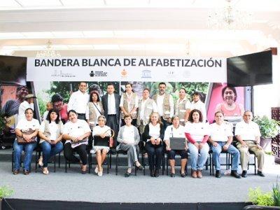 """<a href=""""/noticias/bandera-blanca-en-morelos"""">Bandera Blanca en Morelos</a>"""