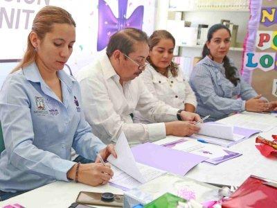 """<a href=""""/noticias/acciones-favor-de-la-educacion-de-miacatlan"""">ACCIONES A FAVOR DE LA EDUCACIÓN DE MIACATLÁN</a>"""